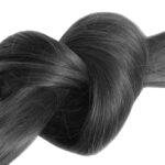 Lupénka ve vlasech se dá zvládnout. Co pomůže nejlépe?